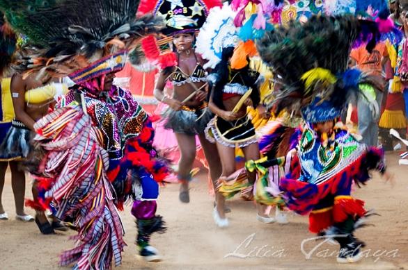 Caboclos de Pena do Maracatu Rural ou do Baque Solto durante o encontro do Maracatu Cambinda Brasileira, que completa 90 anos de brincadeira, no Engenho Cumbe, região canavieira da zona da mata. Nazaré da Mata - Pernambuco - Brasil Foto:© Lilia Tandaya/Profotos
